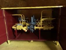 Установка газорегуляторная шкафная УГРШ(К)-50/20Н-2У1 с основной и резервной линиями редуцирования, двухстороннего обслуживания, регуляторы РДК-50/20Н, с ИПД на ФГ, без обогрева.